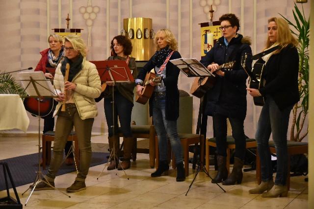 Musikalische Begleitung beim Weltgebetstag durch Gitarrengruppe